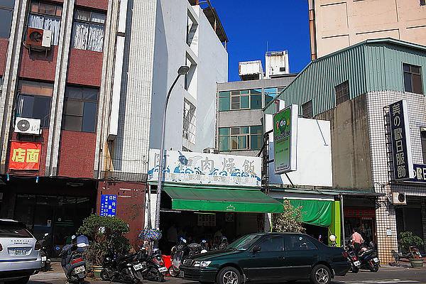 台南必吃美食,東門圓環附近遠近馳名的「阿和肉燥飯」!