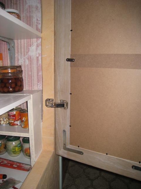 poser une porte placard avec charniere invisible