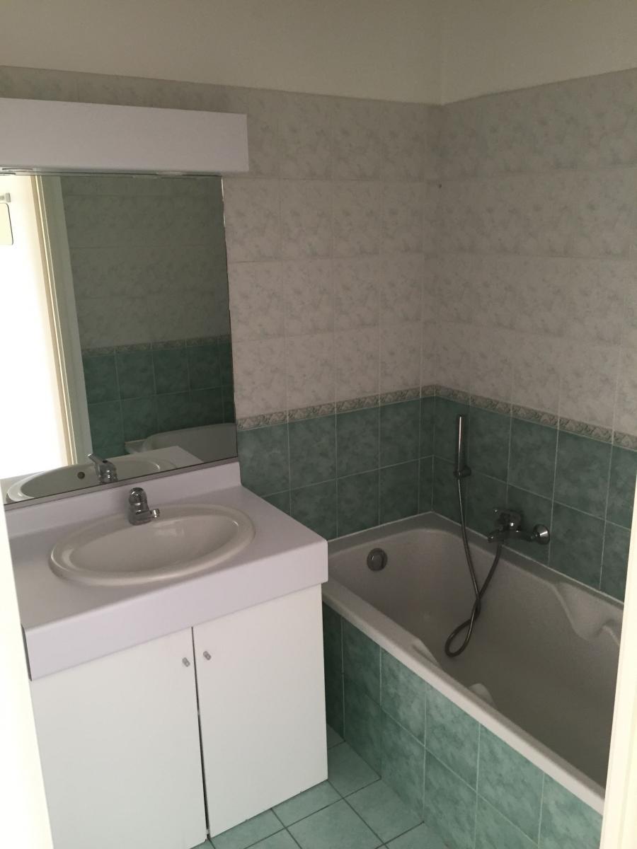 pose de lambris PVC dans salle de bain