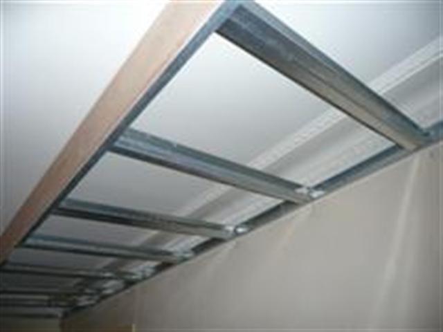Pose dun faux plafond dans une cuisine ouverte