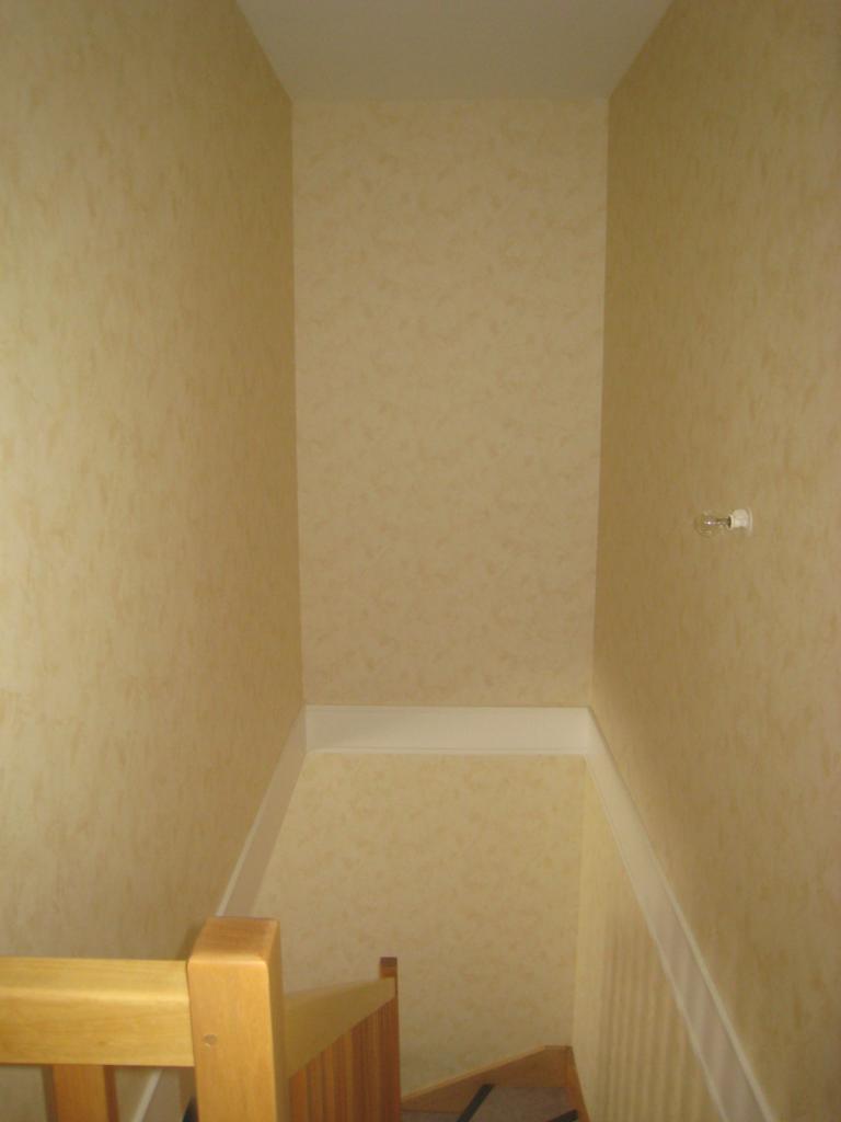 Fixer 1 placard dans le vide dune cage descalier entre 2 murs