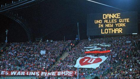 Fanii lui Bayern luandu-si la revedere de la Lothar Matthäus inaintea transferului sau in Statele Unite ale Americii