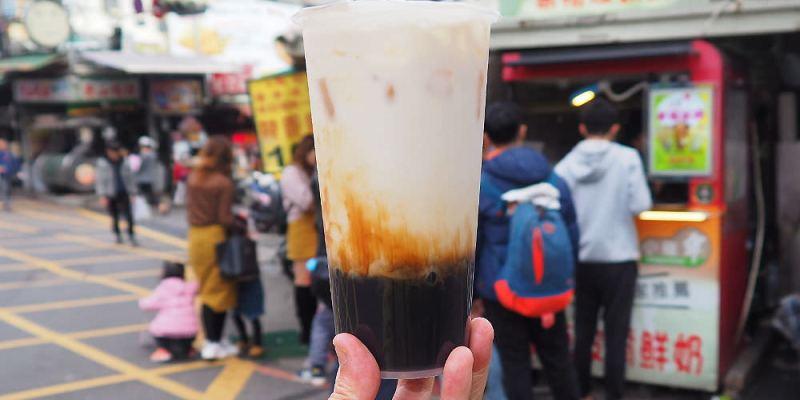 <台中飲料> 小確幸黑糖波霸鮮奶,東海商圈高人氣的黑糖波霸鮮奶,黑糖襯托鮮奶醇味,點大杯更划算!(東海美食/台中黑糖波霸鮮奶/台中黑糖鮮奶)