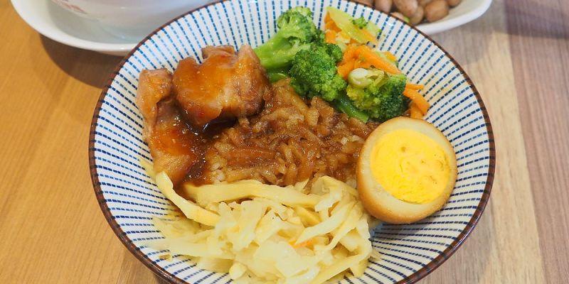 <台中小吃> 鬍鬚張魯肉飯,Jmall商場也有國民美食,懷舊魯肉飯內有入口即化的魯肉跟香Q的蹄膀~