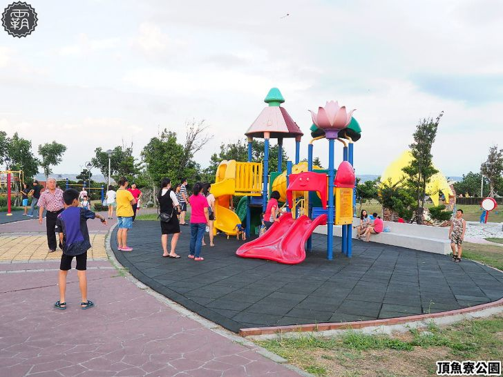 20180930175331 3 - 海線親子遊憩公園,有3D海洋彩繪圖、IG風彩虹椅、草地迷宮,占地寬廣設施齊全~