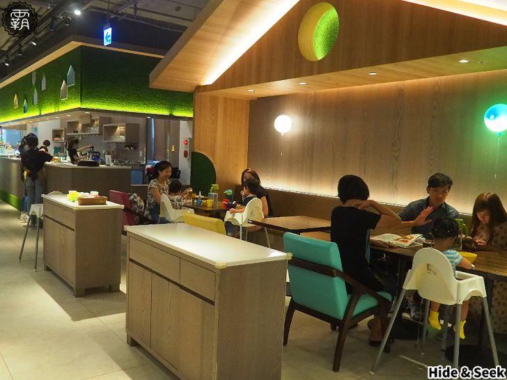 20190918185259 8 - 嘻遊聚親子餐廳,店內草綠色園地有森林風,9月開學季遊戲區兩人同行一人免費~