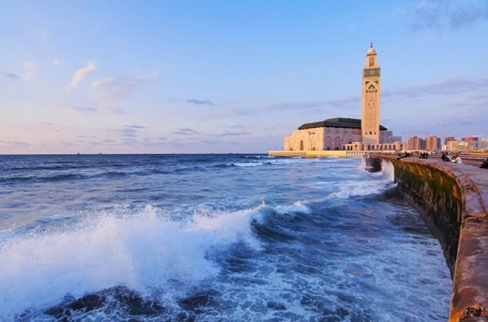 Hassan II Mosque : Karol Kozlowski / Shutterstock