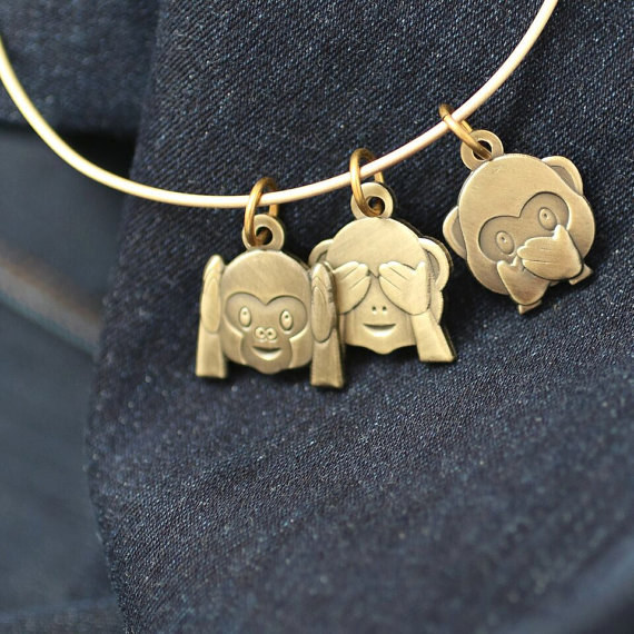 Este brazalete de monos:
