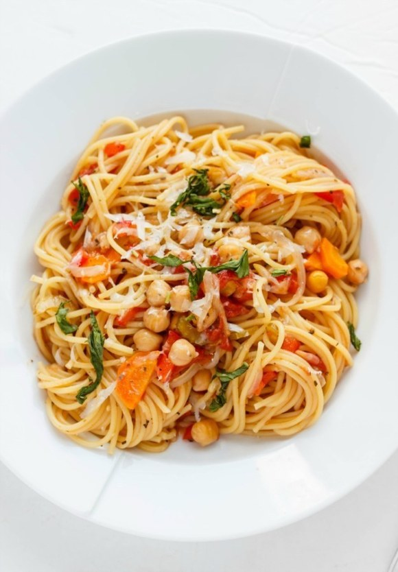 One-Pot Spaghetti with Chickpeas and Carrots