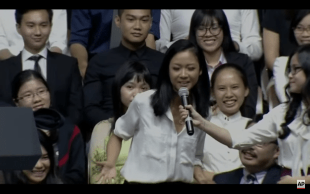 Suboi introduced herself to the President as a rapper, before asking him a question. Before he answered her, though, he asked her to perform a short verse in Vietnamese.