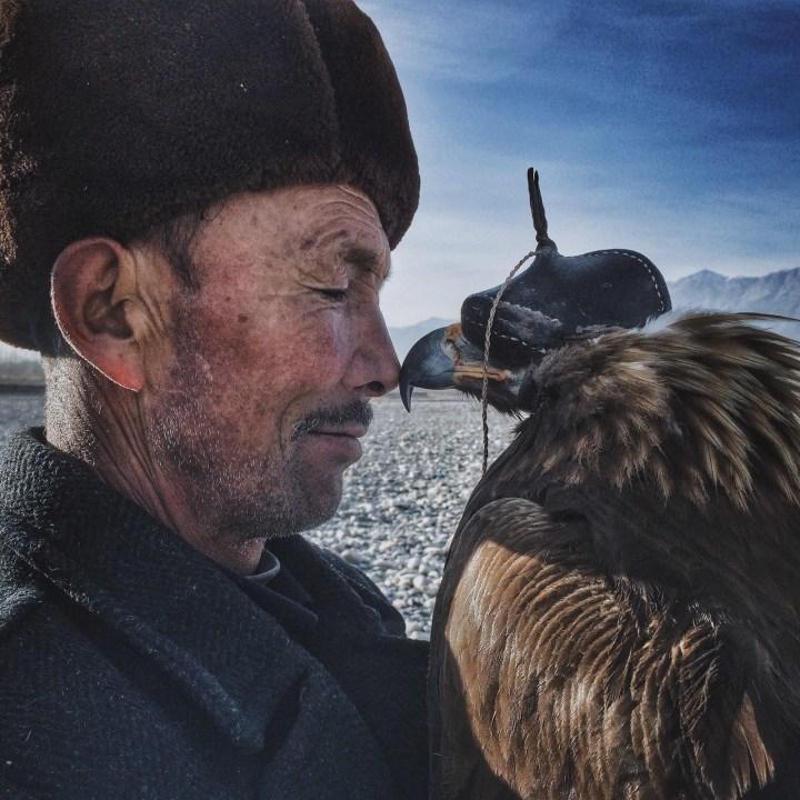 """Hombre y el águila"", Siyuan Niu de Sinkiang, China"