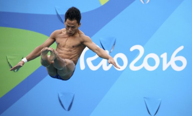 Malaysian diver Ahmad Amsyar Azman had his Olympic dreams crushed on Monday after he belly flopped into the water.