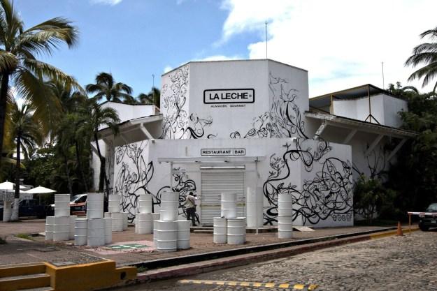 El pasado 15 de agosto, un comando armado irrumpió en el prestigioso restaurante La Leche en Puerto Vallarta para levantar a un grupo de personas que celebraban un cumpleaños.
