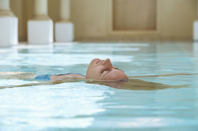 Used to treat arthritis and other forms of chronic pain, hydrotherapy uses hot and cold water to soothe the body and mend these conditions. It's said that hydrotherapy can even ease other things, such as anxiety and acne.