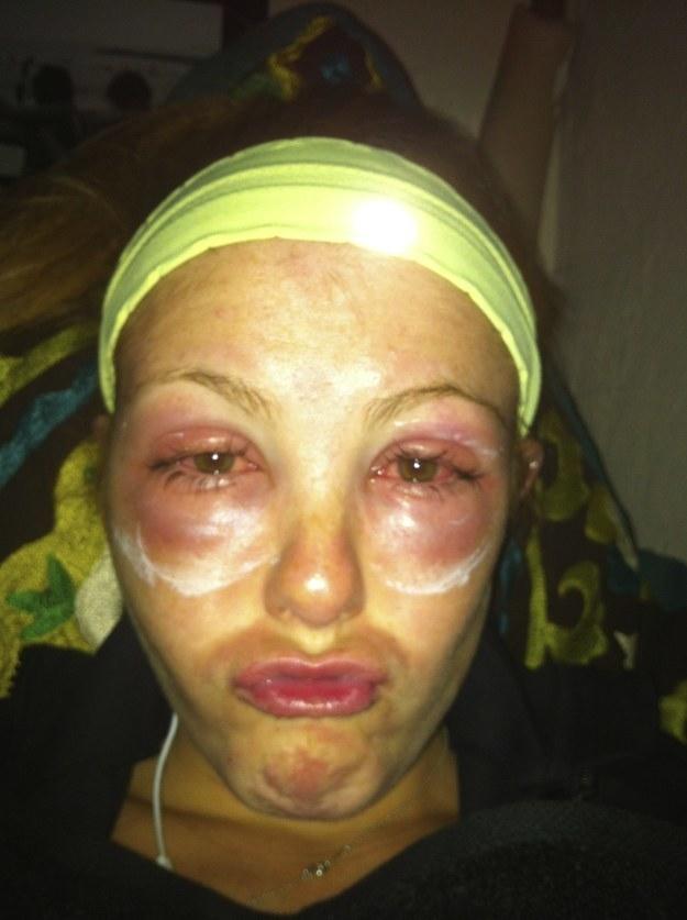 Diese Expertin auf dem Gefahrengebiet des Wimpernfärbens: