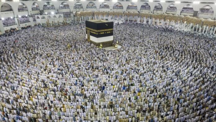 Making tawaf around the Kaaba.