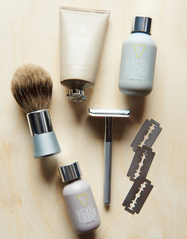 Recently, I wrote a review of this men's razor set called Bevel. It's a fancy razor that comes with grooming products, and it claims to prevent razor bumps and irritation.