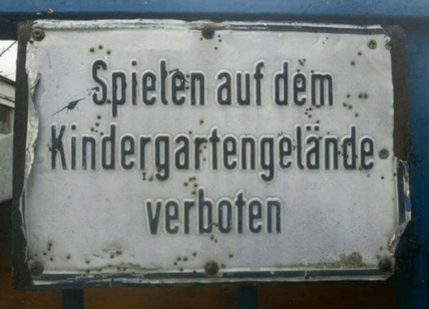 Ein ganz normales Schild, irgendwo in Deutschland: