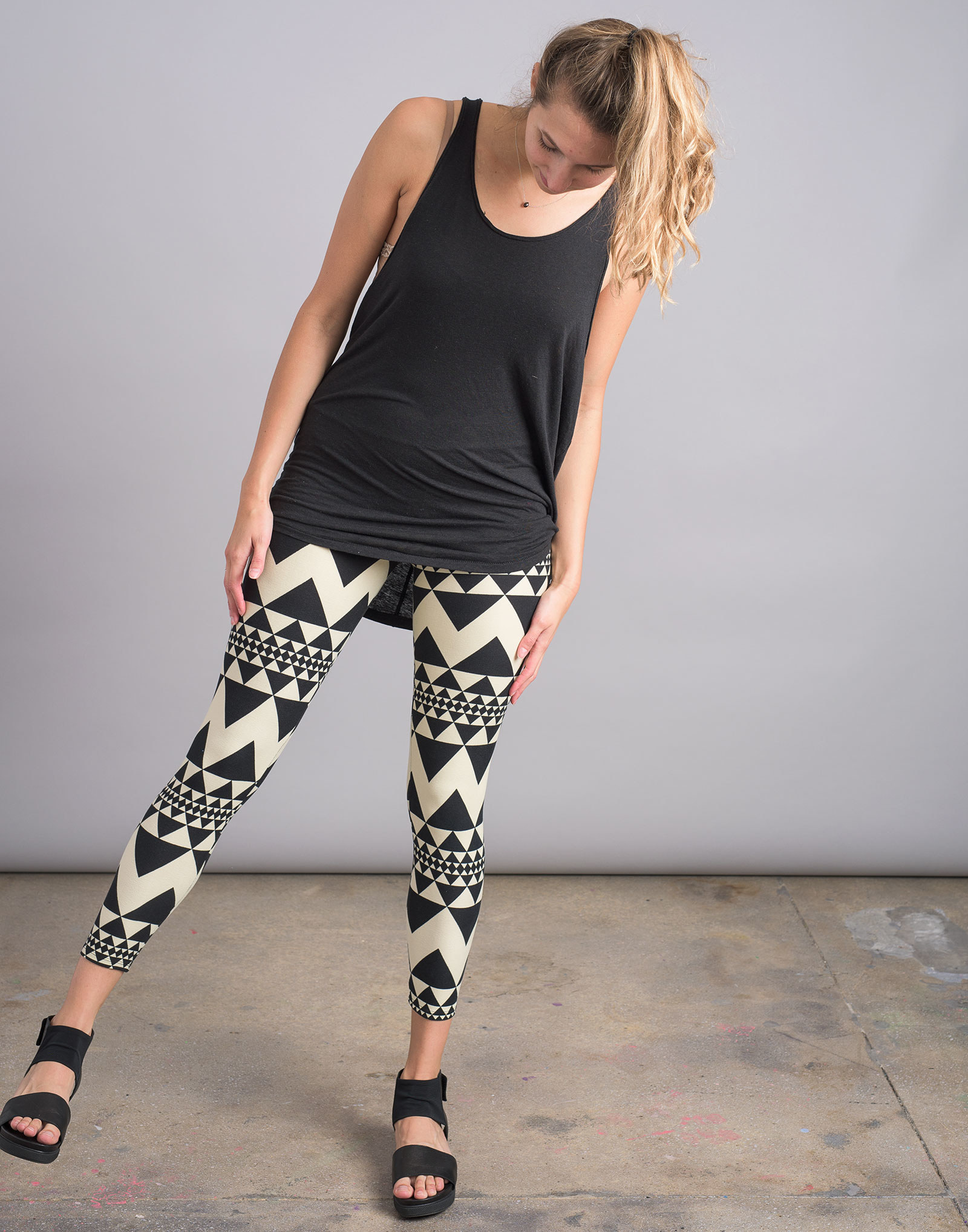 15 Women Tried LuLaRoes Leggings So You Dont Have To