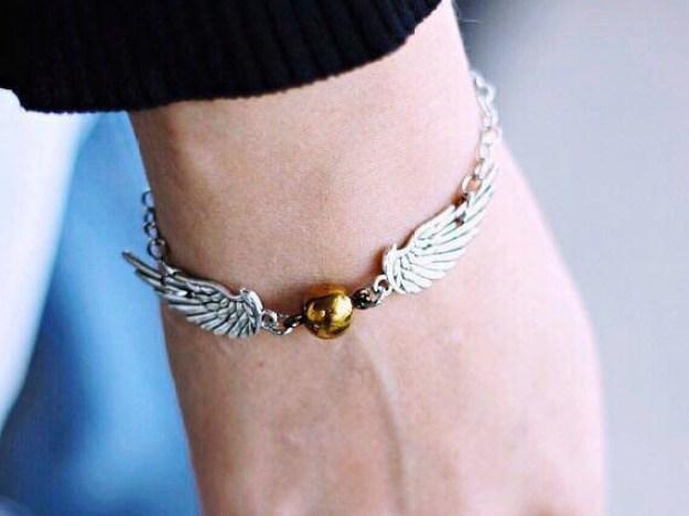 A aranycikesz karkötőt, akkor teljesen használható, mint a horcrux.