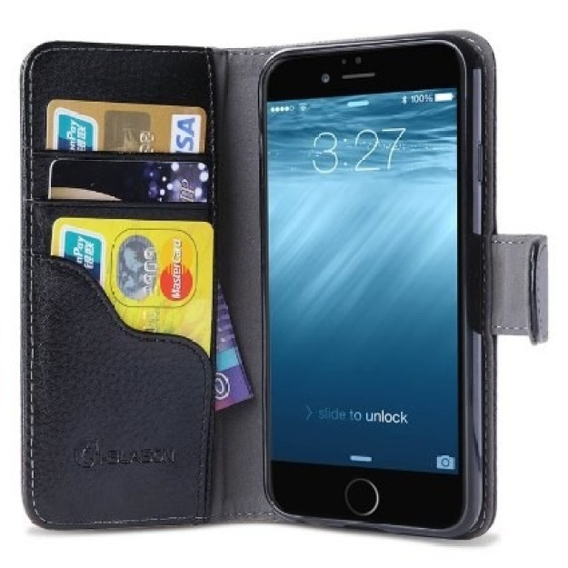 Usar una cartera que también es para el celular.