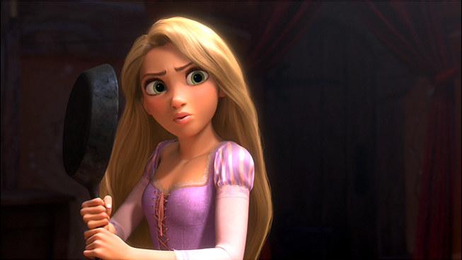 Vamos começar com o básico: quão bacana é uma princesa da Disney pegar uma frigideira e usá-la como uma arma? Existe uma maneira mais forte de reapropriar um símbolo da opressão feminina do que bater em alguém com ela?'Enrolados' é uma adaptação da história clássica de Rapunzel, em que uma princesa que está trancada no topo de uma torre é resgatada por um príncipe que tem que subir o edifício pelos seus cabelos longos. Fim. Mas a Rapunzel da Disney é muito mais do que isso. Enquanto ela está trancada, Rapunzel joga xadrez, estuda astronomia, lê tudo o que encontra pela frente e APRENDE A LUTAR COM O SEU CABELO. Sim, Rapunzel acaba tendo um final 'e eles viveram felizes para sempre', mas é por acaso, não porque ela estava procurando isso. Ela queria escapar da torre e ir explorar o mundo. E nesse mundo ela também encontrou o amor.Moral da história: A FRIGIDEIRA.