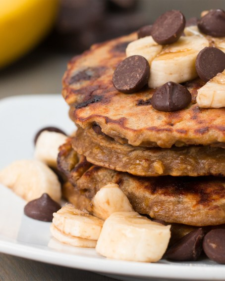 INGREDIENTS2 bananas2 eggs¼ cup peanut butter½ cup oats¼ cup dark chocolate chips¼ teaspoon saltPREPARATION1. Mash bananas in a large bowl until smooth. Mix in eggs and peanut butter until well combined, then mix in remaining ingredients. 2. Heat a skillet to medium and add in a scoop of the pancake batter. Smooth out to form an even layer. Cook for about 2-3 minutes until you start to see bubbles releasing from the top of the batter. Flip and cook until the other side is golden brown, about 1-2 minutes. 3. Garnish your pancakes with your favorite toppings! (We used banana slices and dark chocolate chips.)4. Serve with maple syrup.5. Enjoy!