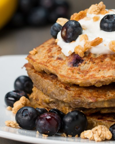 INGREDIENTS2 ripe bananas2 eggs1 teaspoon vanilla extract½ cup quick oats½ cup blueberriesPREPARATION1. Mash bananas in a large bowl until smooth. Mix in eggs and vanilla until well combined, then mix in oats. Fold in blueberries carefully. 2. Heat a skillet to medium and add in a scoop of the pancake batter. Smooth out to form an even layer. Cook for about 2-3 minutes until you start to see bubbles releasing from the top of the batter. Flip and cook until the other side is golden brown, about 1-2 minutes.3. Garnish your pancakes with your favorite toppings! (We used Greek yogurt, granola, and fresh blueberries.)4. Serve with maple syrup.5. Enjoy!