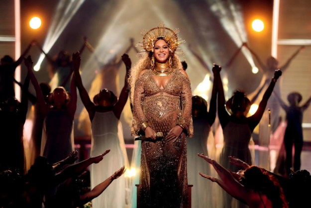 And she's been rocking the pregnancy glam look ever since.