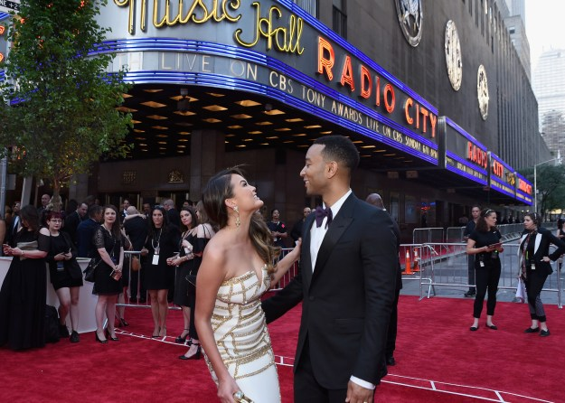 Last night, everyone's favourite celeb couple, Chrissy Teigen and John Legend, hit up Radio City Music Hall to attend the 71st Annual Tony Awards.