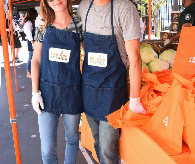 Yesterday the pair volunteered at Feeding America's Summer Hunger Awareness event in Los Angeles and the team over at Entertainment Tonight caught up with them to ask the truly important questions.