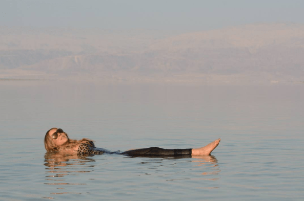 Mariah Carey floated in the Dead Sea.