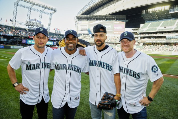 ...so when they threw out the first pitch at last night's Seattle Mariners game, I had to do a double take. Because, DAMNNNNNNN they look good in baseball uniforms.