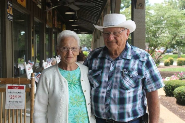This is Ray and Wilma Yoder, and they're big fans of Cracker Barrel.