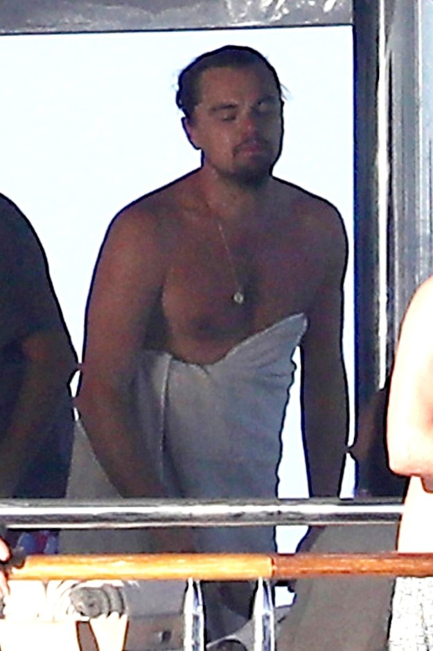 As you can see from this totally not creepy paparazzi picture, Leo opts for a less traditional towel coverage.