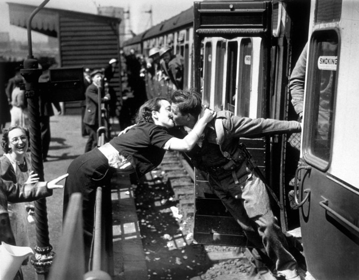 8. This British soldier and his girlfriend who couldn't wait for his station after surviving the siege of Dunkirk in 1945: