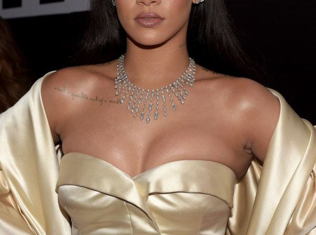 Rihanna just dropped the official first advertisement for Fenty Beauty and it's EVERYTHING!!!!!