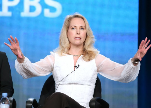 Author and former CIA operative Valerie Plame was forced to apologize on Thursday for linking an anti-Semitic article to her more than 50,000 followers on Twitter.