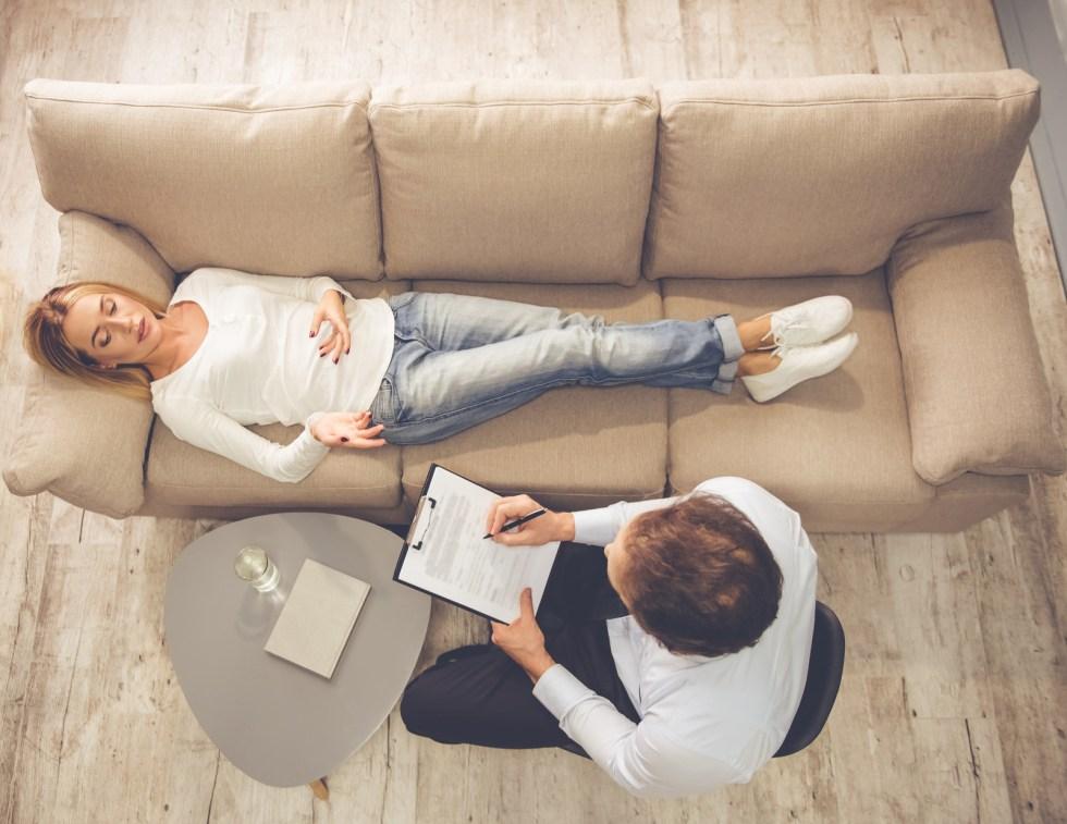 Então evite histórias tristes de família, problemas e vida amorosa. Apesar de sermos psicólogos na maioria, a entrevista de emprego não é terapia.
