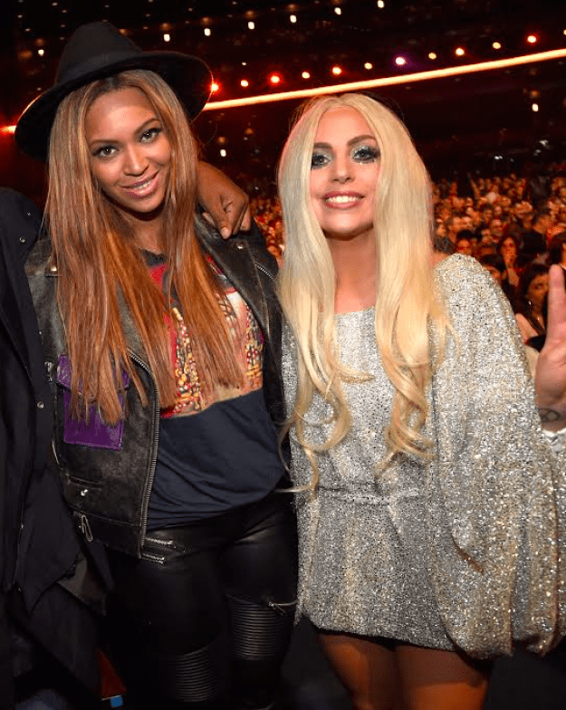 It's amazing to see Beyoncé lifting Lady Gaga's spirits like this, and it proves that the little things in life can go such a long way.