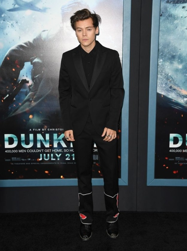 All black suit with some random design near the feet: GOOD.