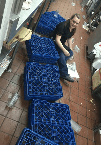 This server, who seems to have fallen while trying to wash dishes: