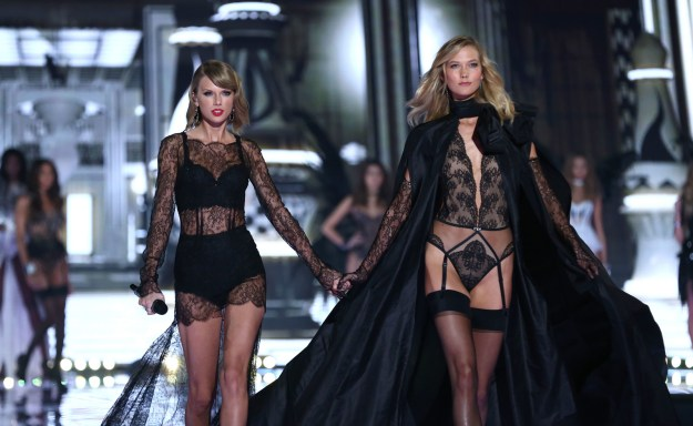 Ok, so you obviously know that Taylor Swift and Karlie Kloss have been besties for a while.