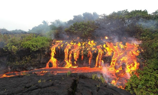 This is a damn LAVAFALL (lava waterfall):