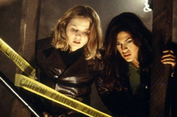Eva Mendes played Vanessa Valdeon, a film student in Urban Legends: Final Cut in 2000.
