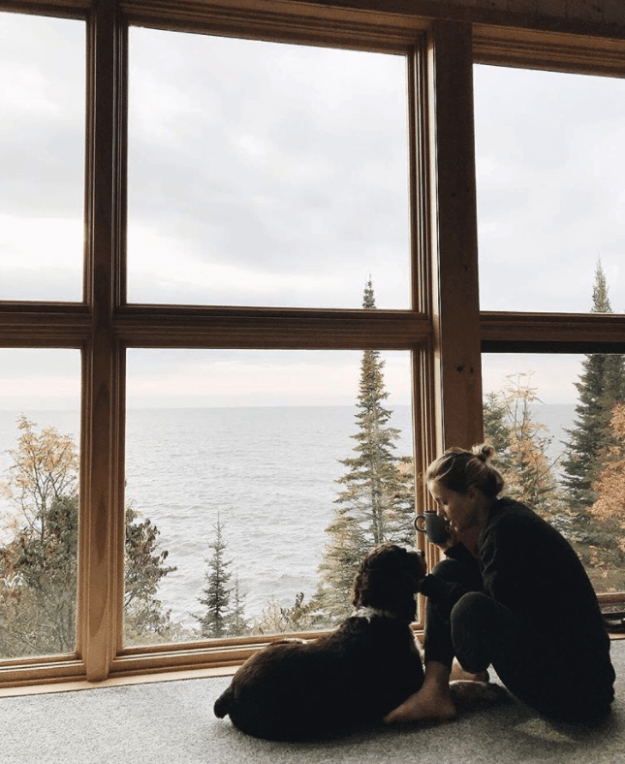 """This """"Honeymoon House"""" in Minnesota, listed at $355 a night, puts you right on the shore of Lake Superior:"""