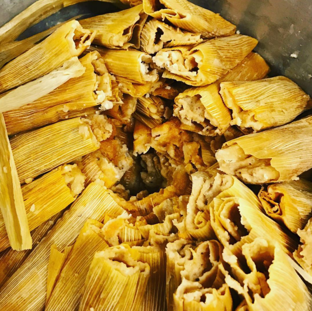 While this person used the the pot to RIGHT way to make endless tamales: