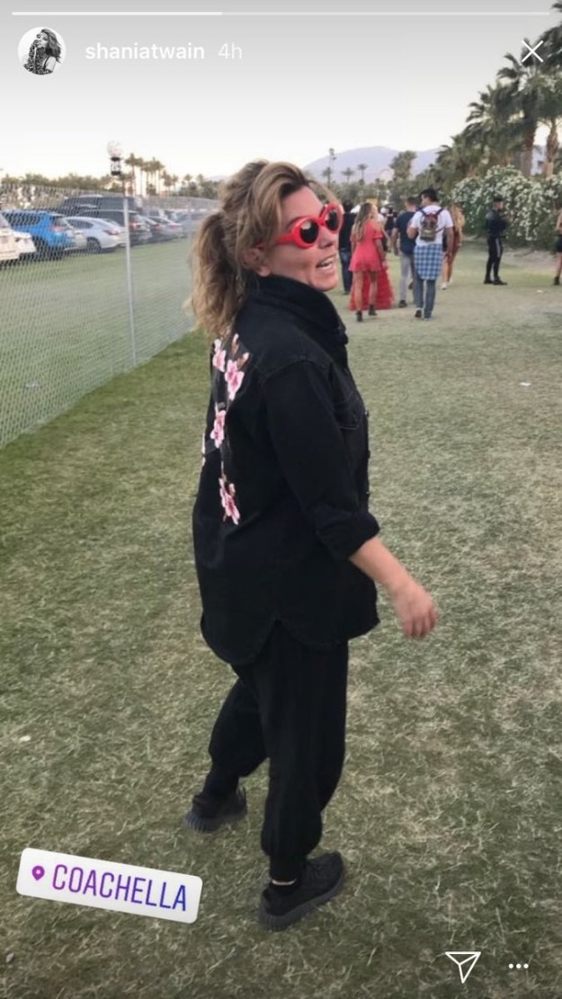 First, let's discuss Shania Twain's Coachella looks. She is a streetwear icon, as you can see. And she's smart enough to realize that comfort is key and sweatsuits are fashion.
