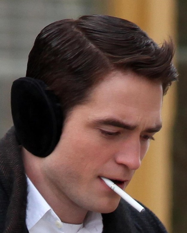 First off, we have swirly-haired Robert Pattinson being every bit a vape queen.