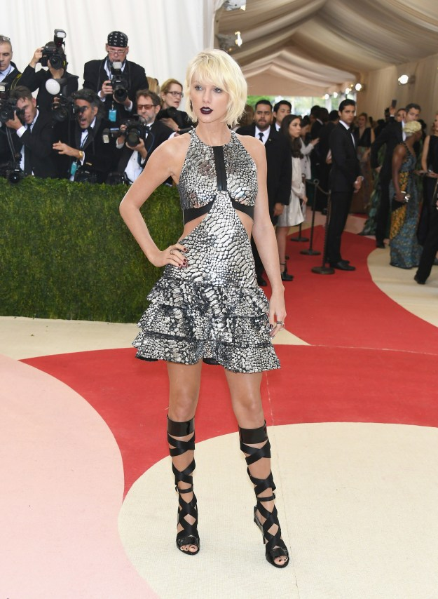 Taylor Swift did THIS at the 2016 Met Gala...
